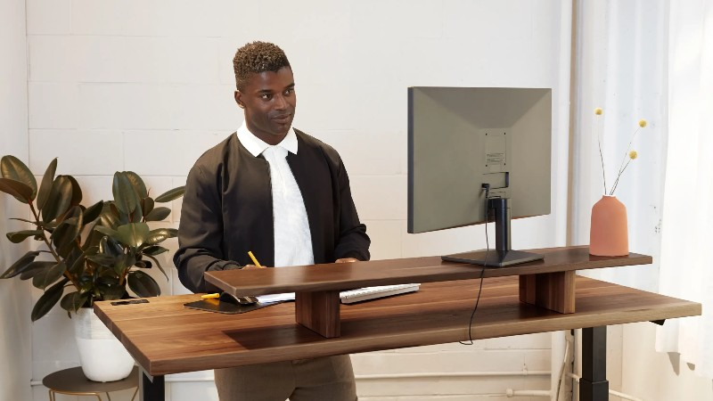 What are the right ways of using electric standing desks?