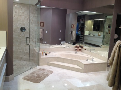 What factors should be considered while choosing a quality marble tile?