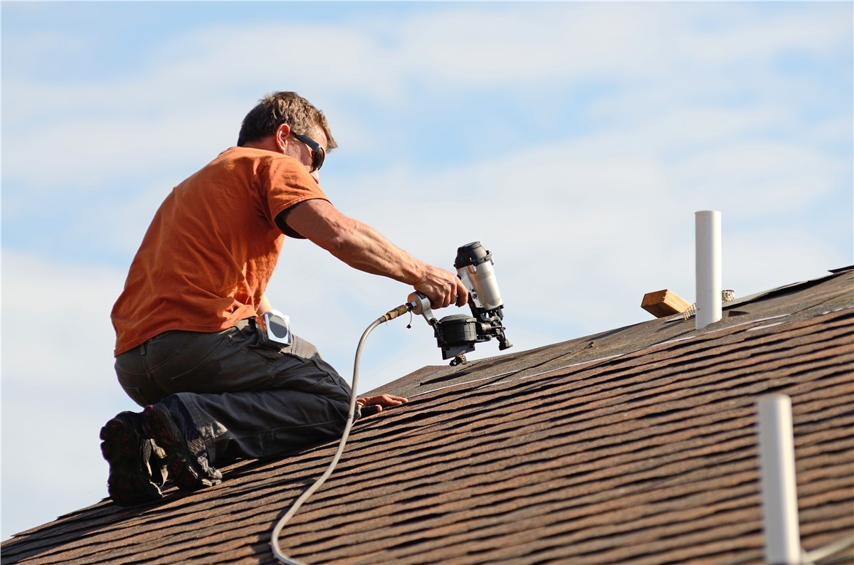 What are the Benefits of Hiring a Professional Roofing Company?